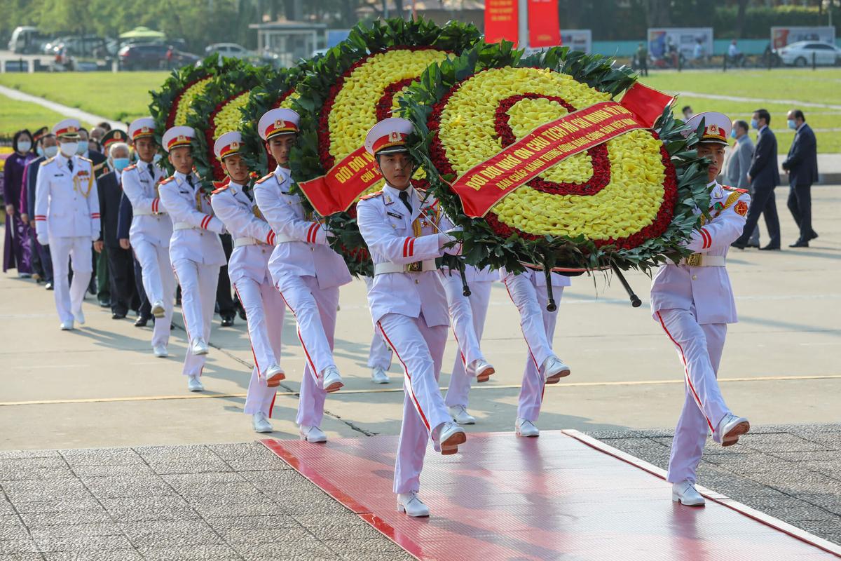 Lãnh đạo Đảng và Nhà nước viếng Chủ tịch Hồ Chí Minh