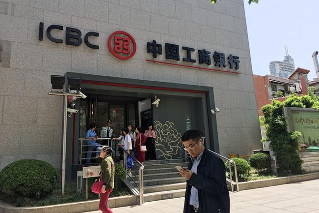 Các ngân hàng Trung Quốc giảm lợi nhuận kỷ lục