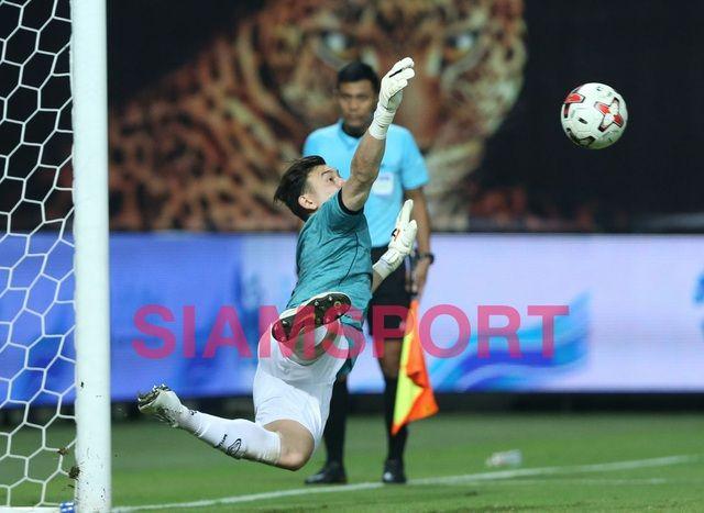 Báo chí Thái Lan tỏ ra ngưỡng mộ thủ môn Đặng Văn Lâm