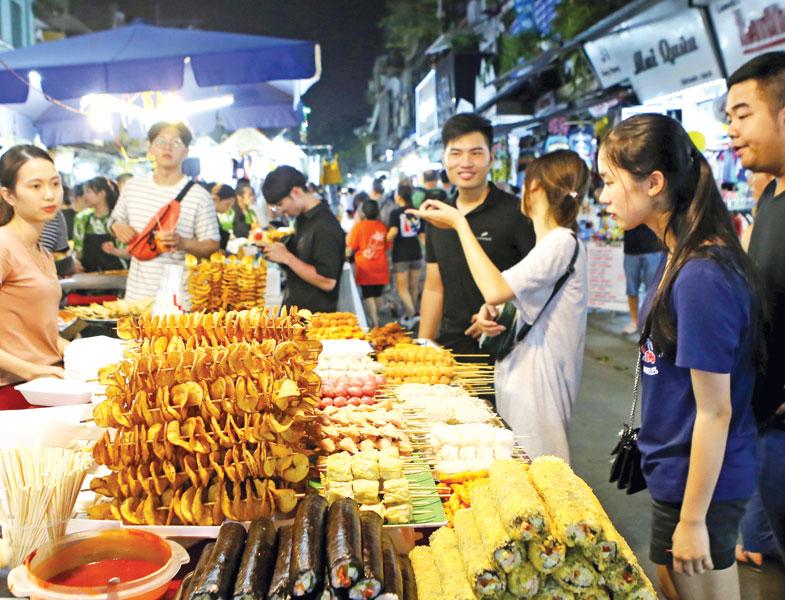 Quận Hoàn Kiếm dự kiến sẽ cung cấp thêm dịch vụ qua đêm