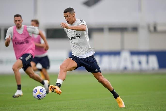 Đồng đội Juventus khó chịu với Ronaldo
