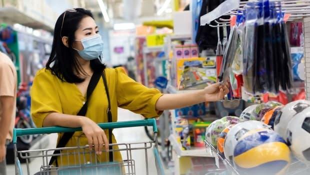 Giá hàng hóa leo thang bủa vây người tiêu dùng