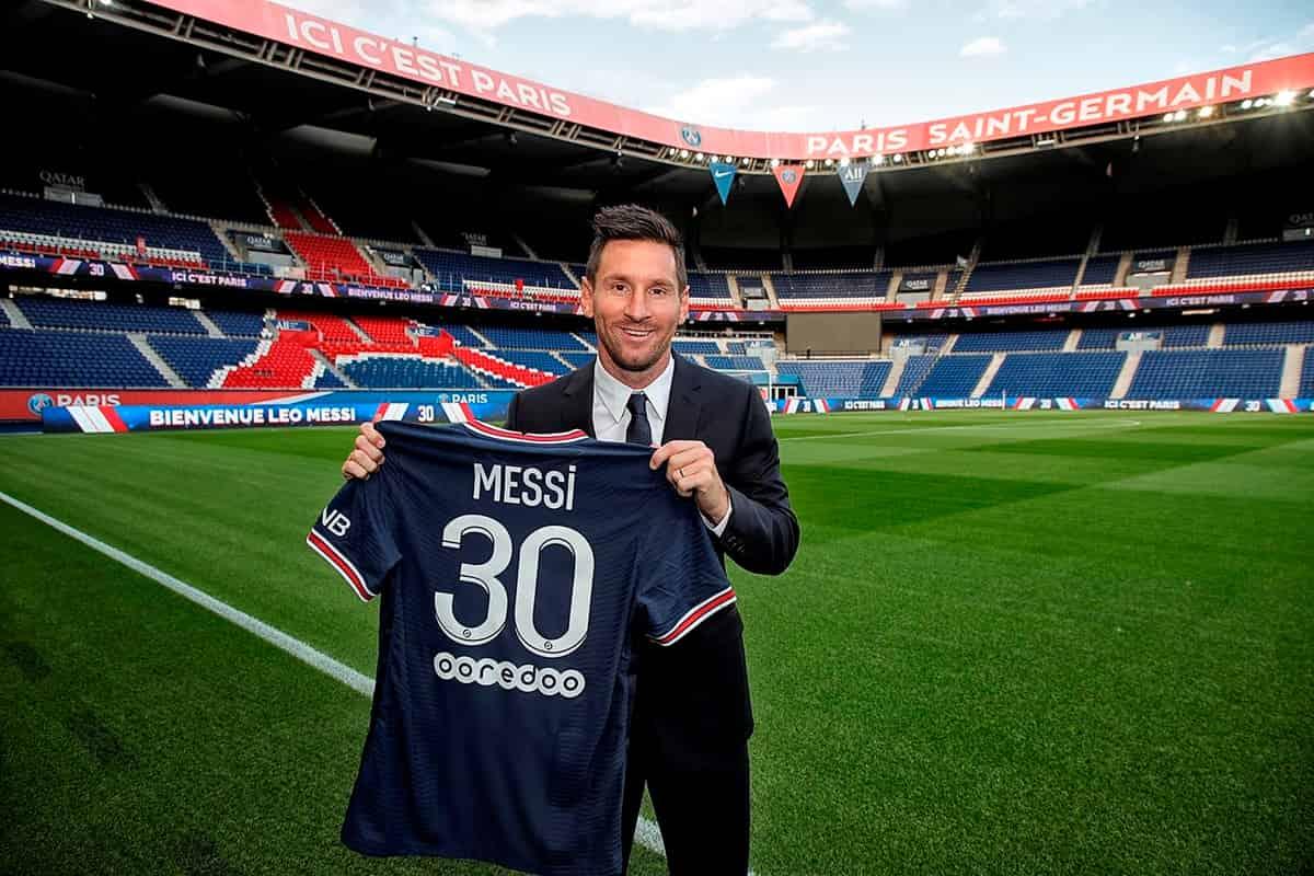 Messi đến Paris hôm nay, rất đông cảnh sát giúp dọn đường, CĐV Pháp cổ vũ cuồng nhiệt